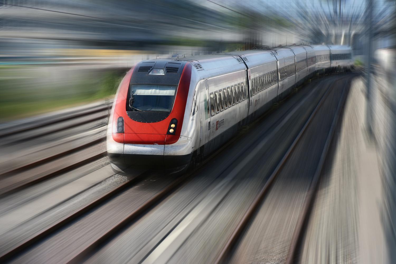 Ministrica se bo zavzemala za gradnjo hitre železniške povezave