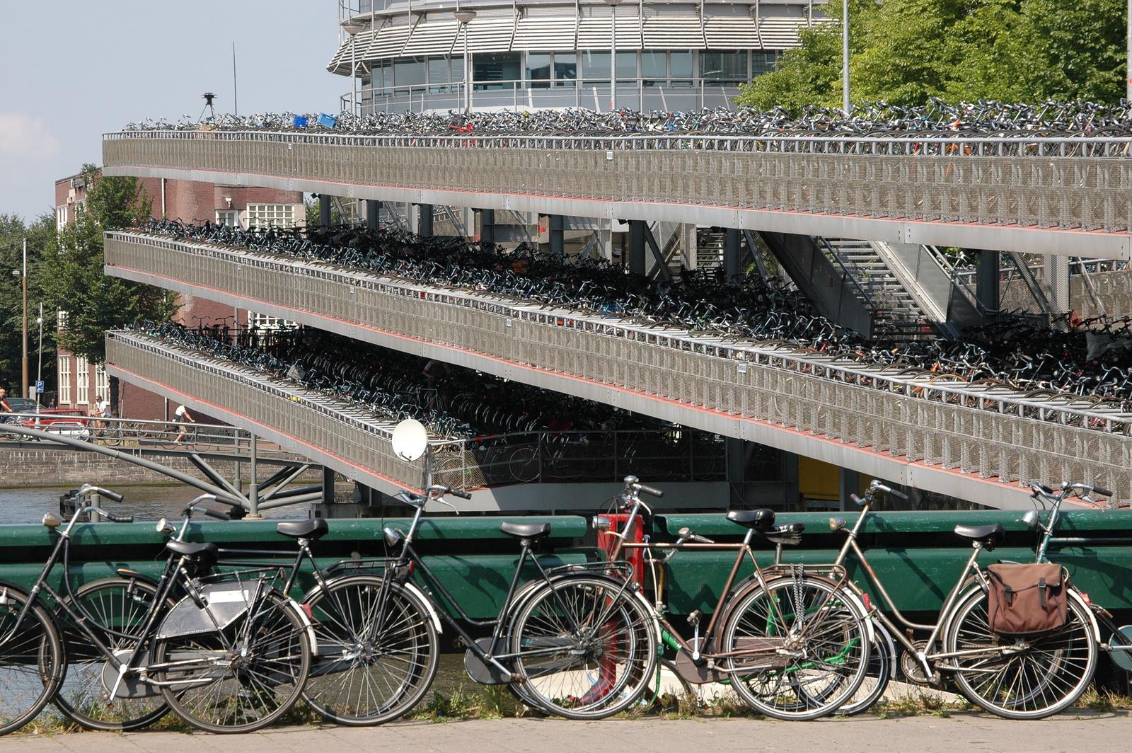 Pobuda za kolesarsko parkirno hišo ob prenovi Ljudskega vrta