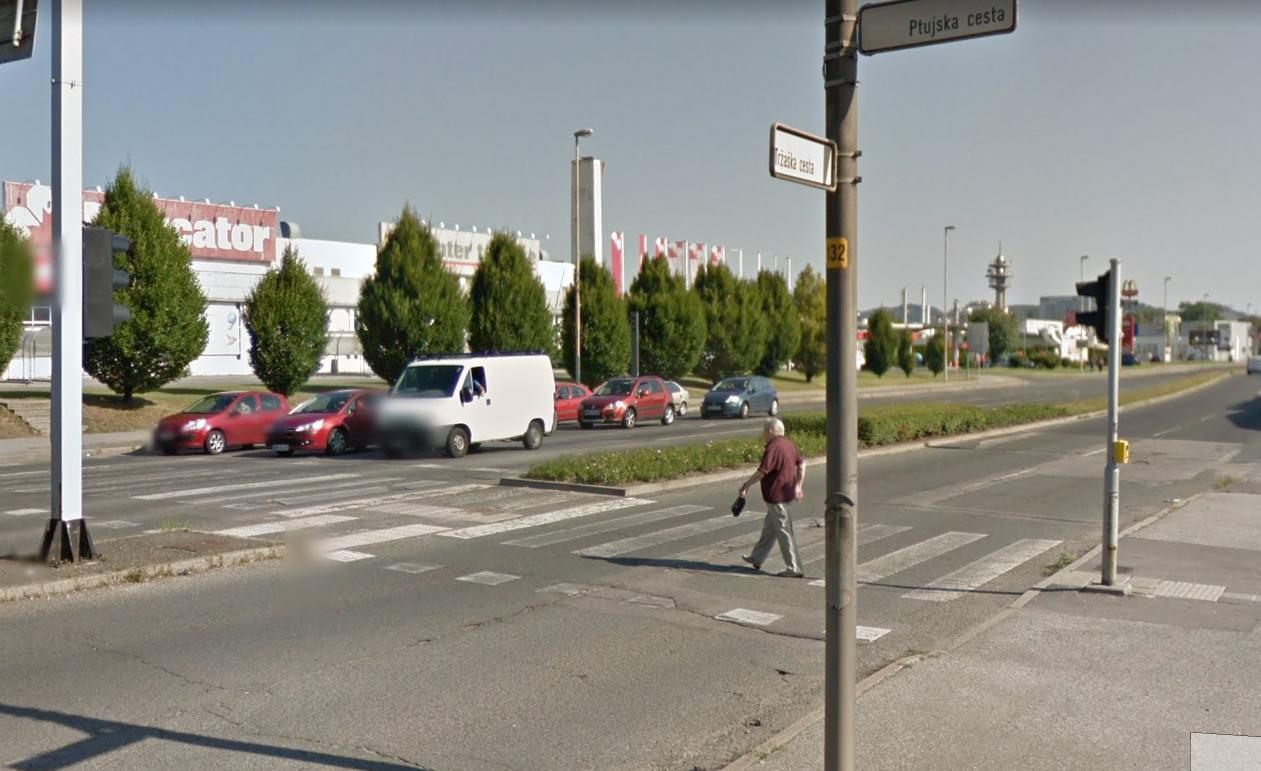 Semafor ugasne še preden pešci prehodijo cel prehod