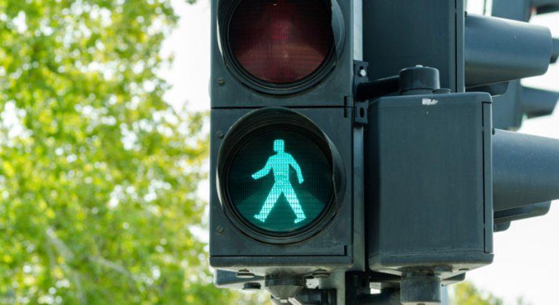 Semafor zelena luč za pešce