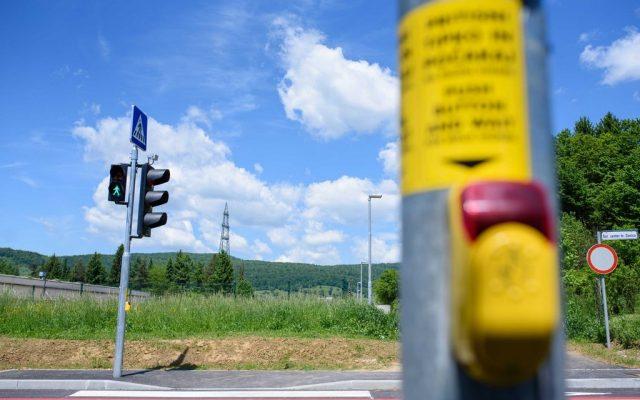 So tipke na semaforjih diskriminatorne do invalidov in v času Covid-19 predstavljajo tveganje za okužbe?
